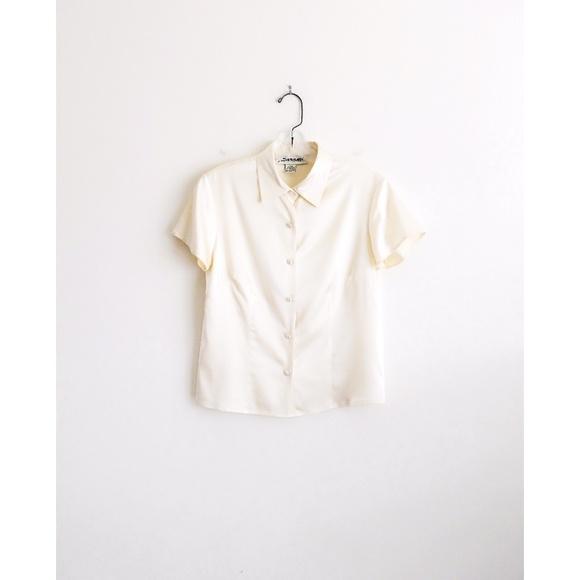 8f47ae2b9a8d99 Vintage Cream Silk Short Sleeve Button Down sz S. M 5a9edb1ba44dbe55b6c57c7d